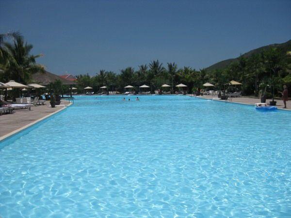 Pool im nächsten Hotel