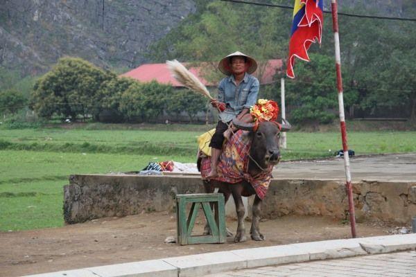 Reiter, der da für ein Touristenfoto steht