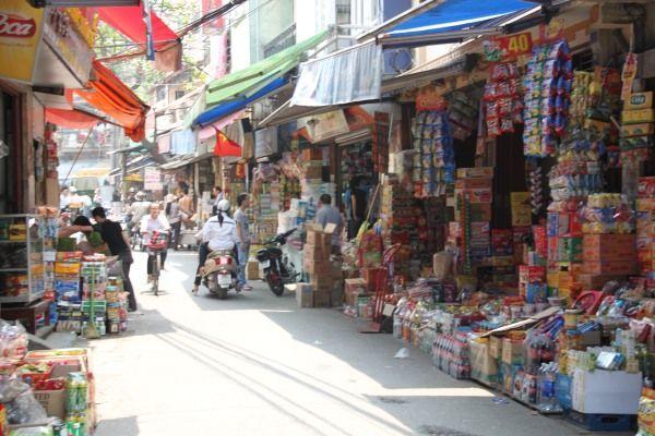 Einkaufsstrasse in Hanoi