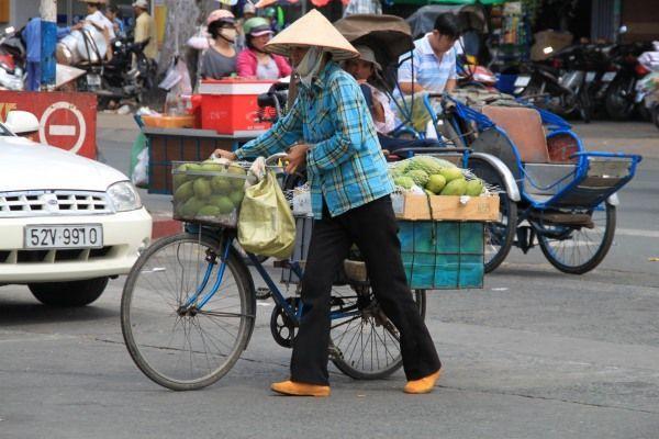 Vietnamesin mit Fahrrad