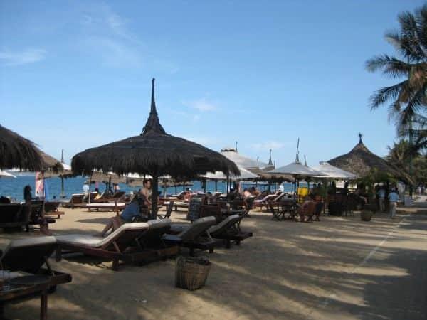 Beachclub an der Strandpromeda in Nha Trang