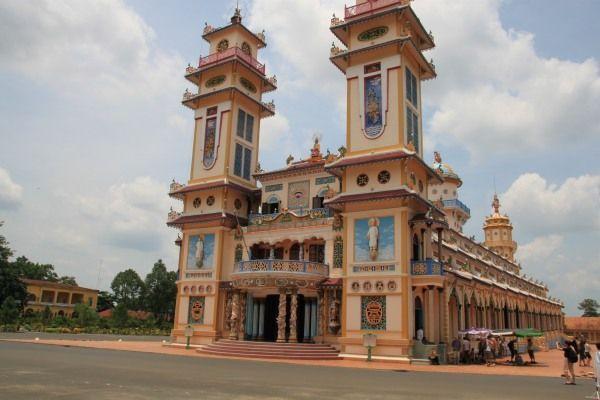Kao Dai Tempel von außen