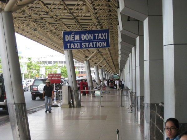 Taxi Station am Flughafen Saigon