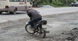 Motorradfahrer in Phat Diem